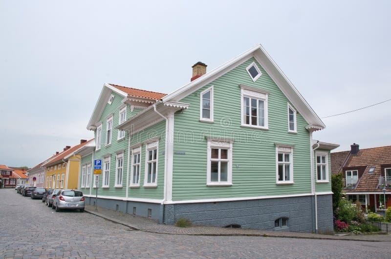 Casa de madeira verde foto de stock