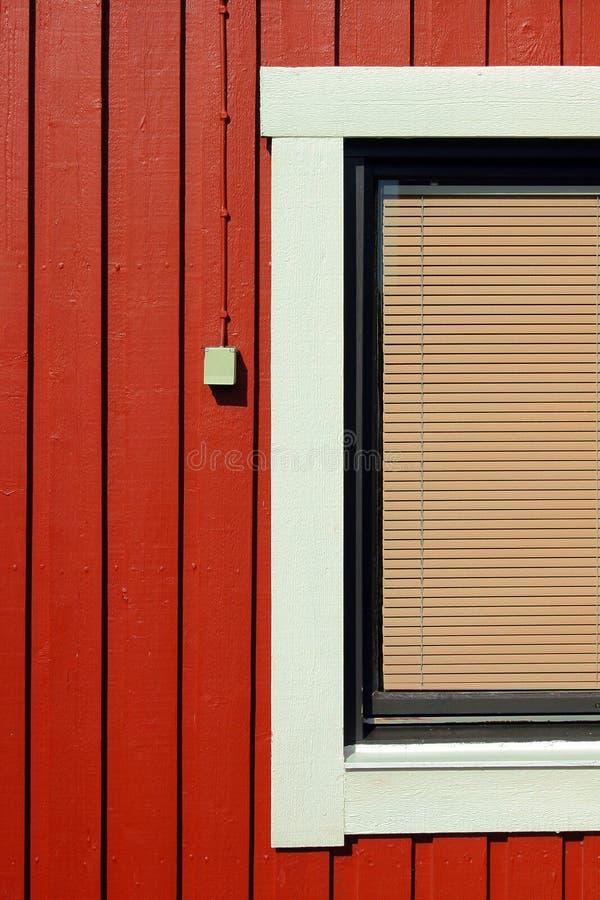 Casa de madeira vermelha imagem de stock royalty free
