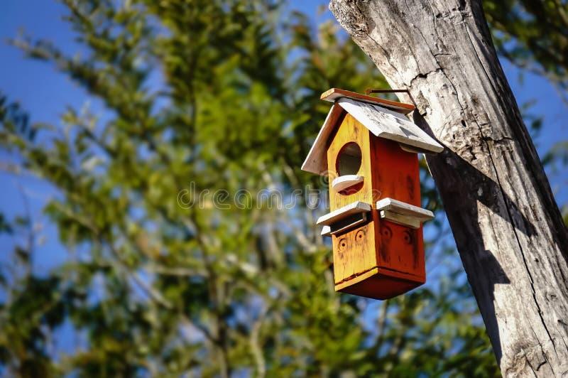 Casa de madera del pájaro imágenes de archivo libres de regalías