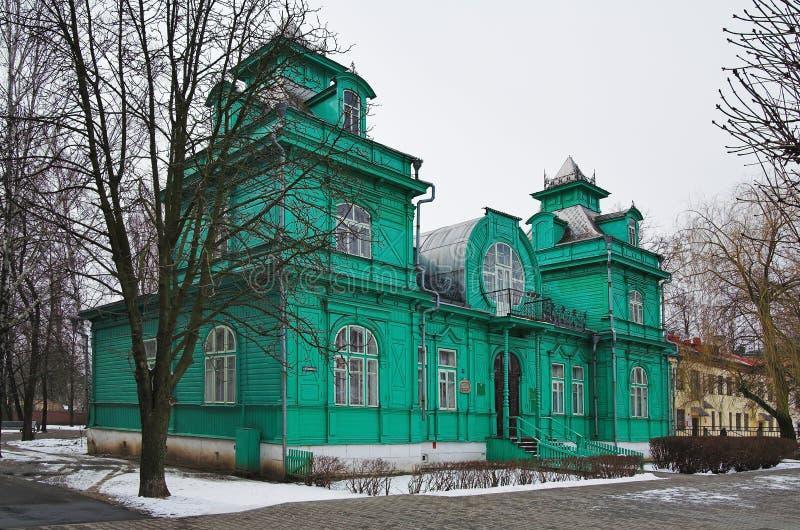 Casa de madera en el estilo de Nouveau del arte en Bobruisk imagenes de archivo