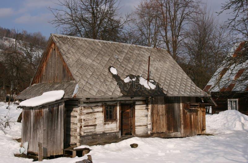Casa de madera en Polonia fotos de archivo