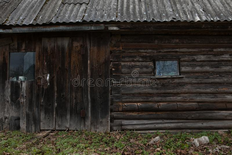 Casa de madera en Rusia imagenes de archivo