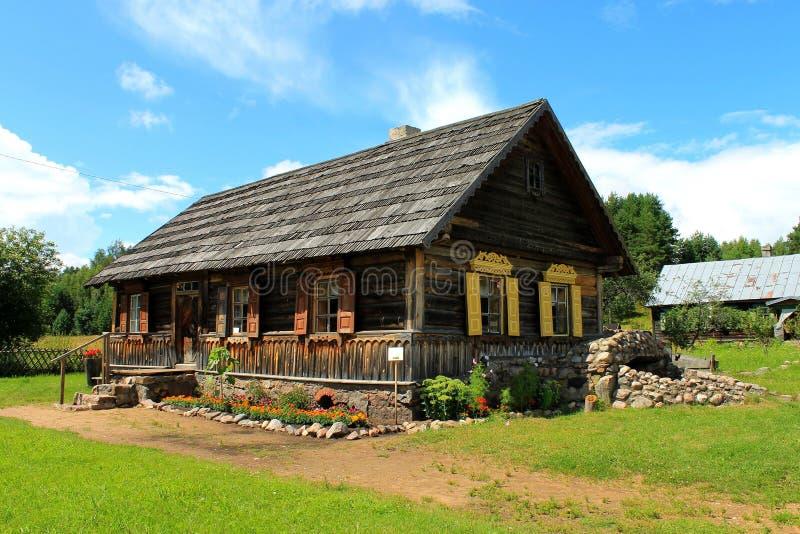 Casa de madera ortodoxa imagenes de archivo