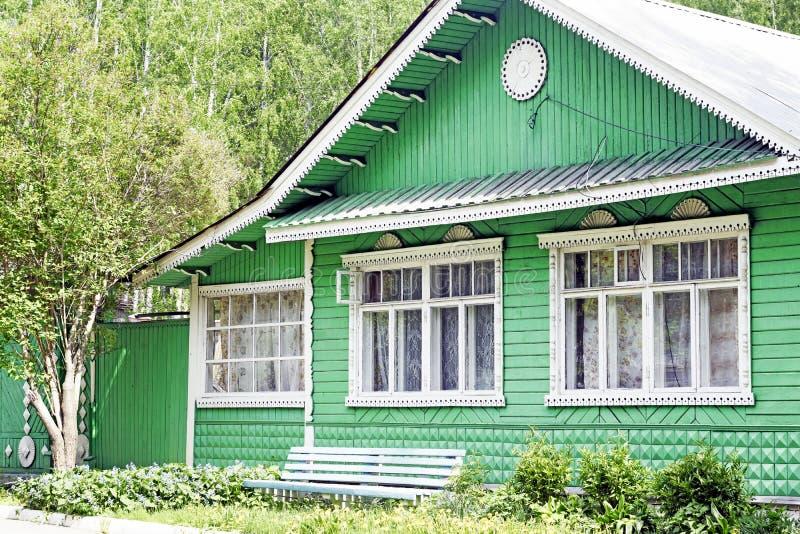 Casa de madera rústica rusa fotografía de archivo libre de regalías