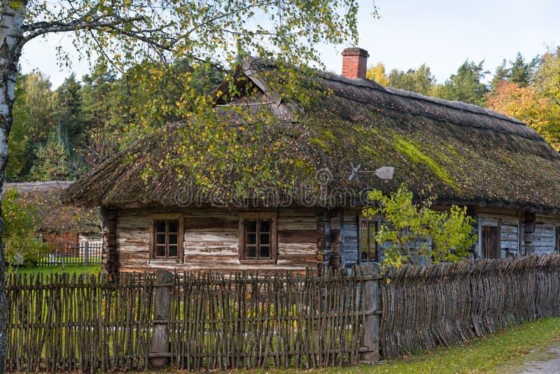 Casa de madera rural Rumsiskes Lituania fotografía de archivo