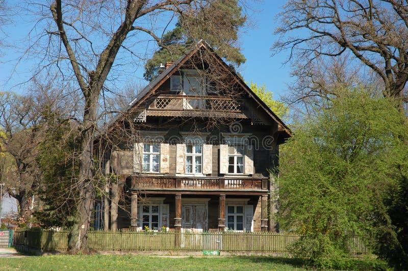 Casa de madera rusa imagen de archivo libre de regalías