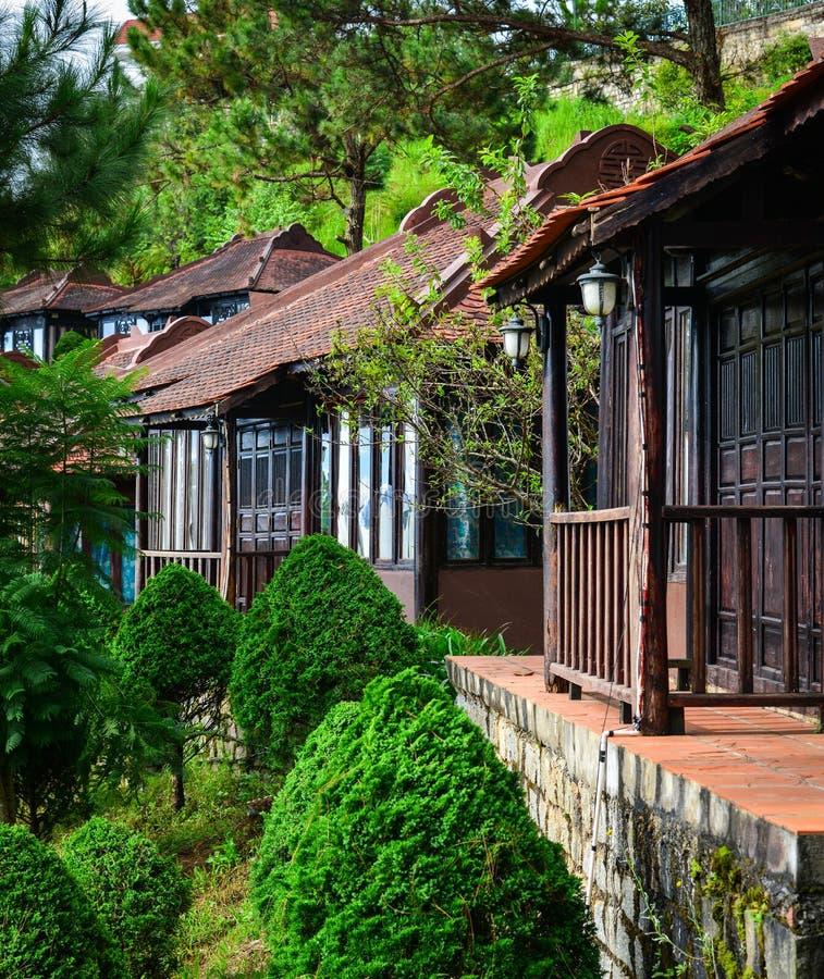 Casa de madera tradicional en Dalat, Vietnam foto de archivo