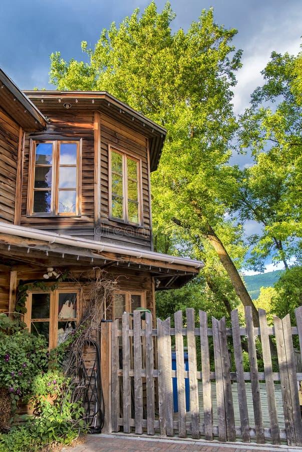 Casa de madera vieja fotografía de archivo