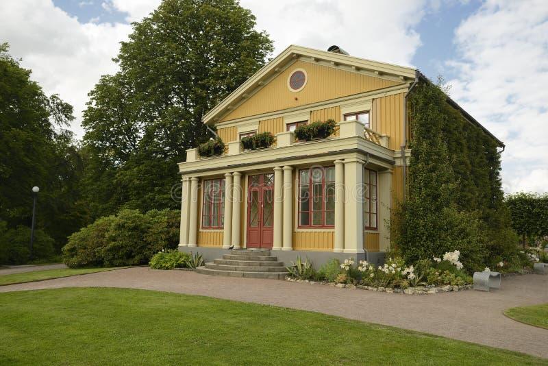 Casa de madera vieja en el jardín de Tradgardsforeningen fotografía de archivo libre de regalías
