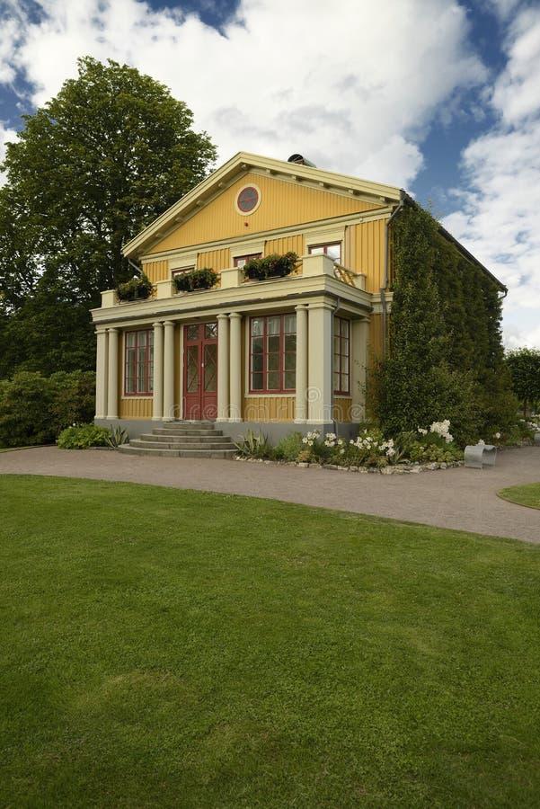 Casa de madera vieja en el jardín de Tradgardsforeningen fotografía de archivo