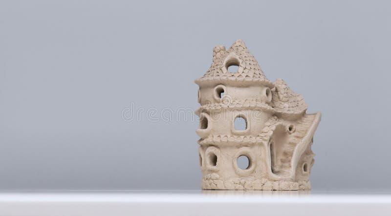 Casa de muñecas de cerámica hecha de la arcilla fotos de archivo libres de regalías