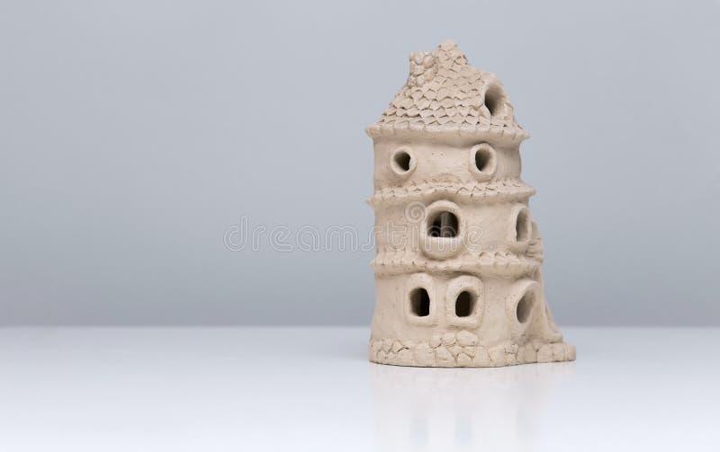 Casa de muñecas de cerámica hecha de la arcilla imágenes de archivo libres de regalías