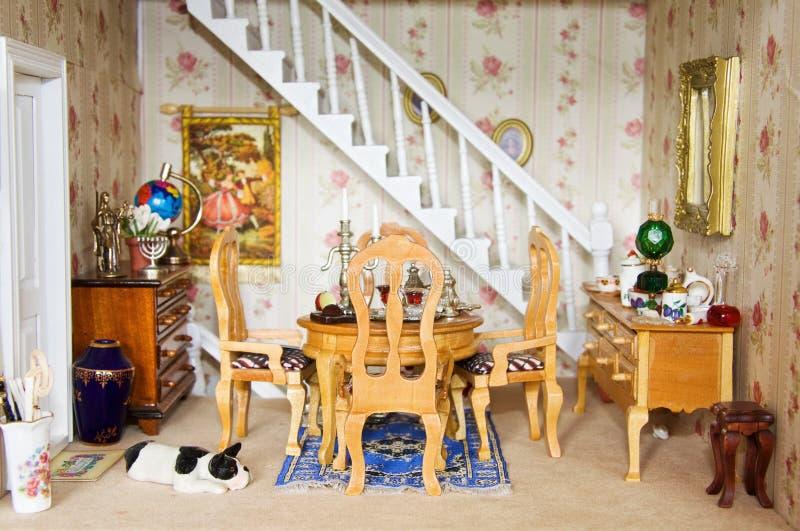 Casa de muñecas - comedor fotografía de archivo