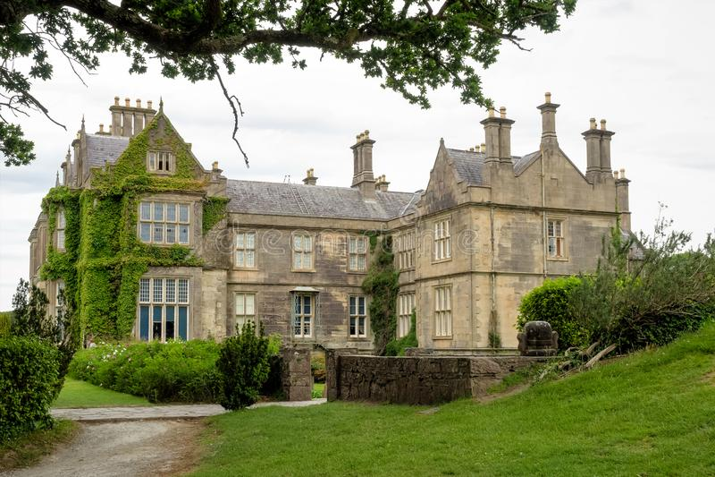 Casa de Muckross o no parque nacional de Killarney, Irlanda foto de stock