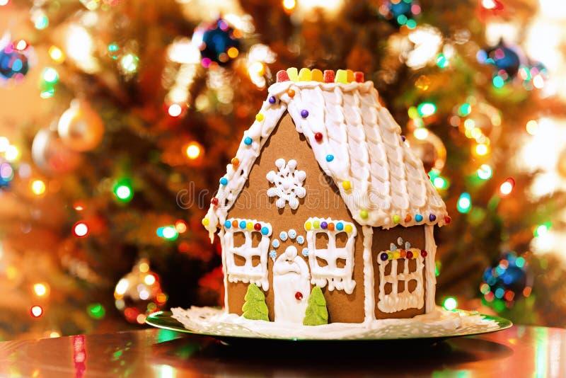 Casa de pão-de-espécie do Natal imagem de stock