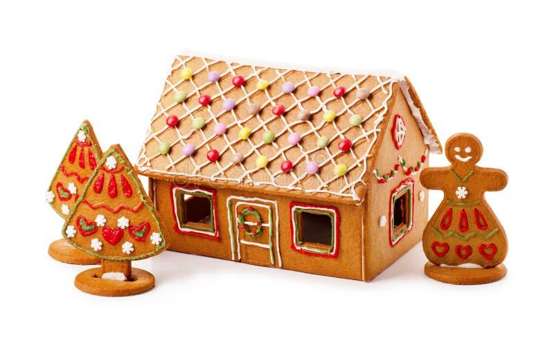 Casa de pão-de-espécie caseiro com árvore de Natal e snowwoman fotos de stock royalty free