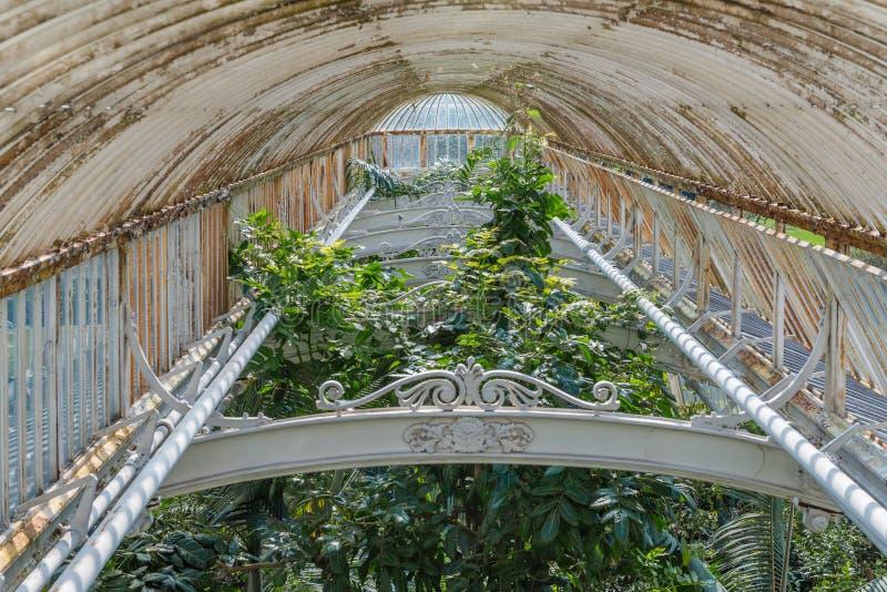 Casa de palma em jardins de Kew, Londres imagem de stock