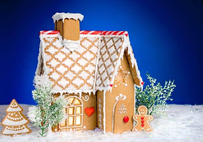 Casa de pan de jengibre hecha en casa foto de archivo libre de regalías