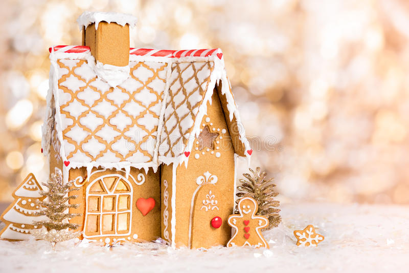 Casa de pan de jengibre hecha en casa de la Navidad fotos de archivo