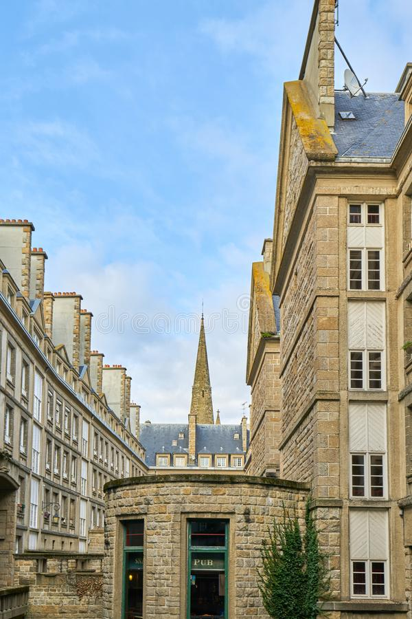 Casa de pedra bonita em Saint Malo, França Saint Malo é um wal foto de stock royalty free