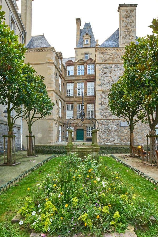 Casa de pedra bonita em Saint Malo, França Saint Malo é um wal fotos de stock royalty free