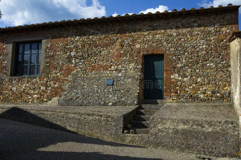 Casa de pedra muito velha da construção, Europa fotos de stock royalty free