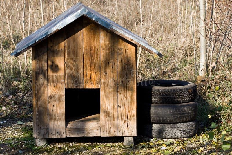 Casa de perro imagenes de archivo