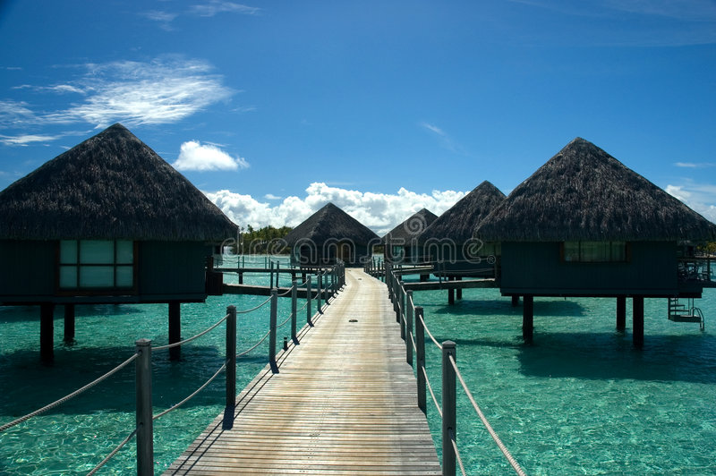 Casa de planta baja de Overwater en Tahití imágenes de archivo libres de regalías