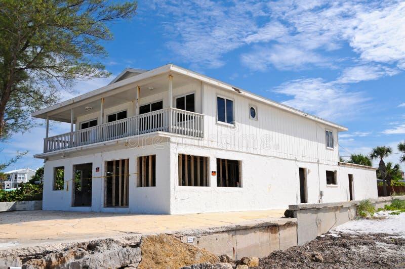 Casa de playa dañada huracán fotos de archivo libres de regalías