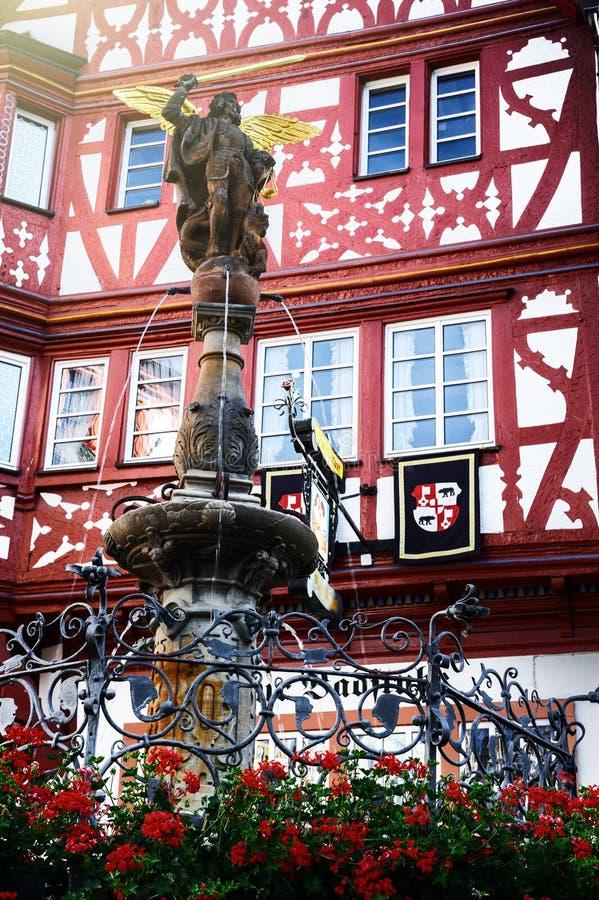 Casa de quadro alemão tradicional da madeira em Bernkastel-Kues fotografia de stock royalty free
