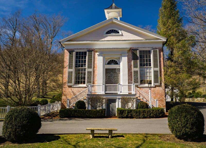 Casa de reunião velha do tijolo imagem de stock