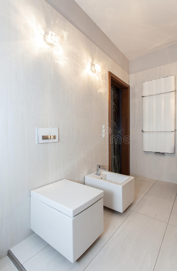 Casa de rubíes - cuarto de baño imagen de archivo