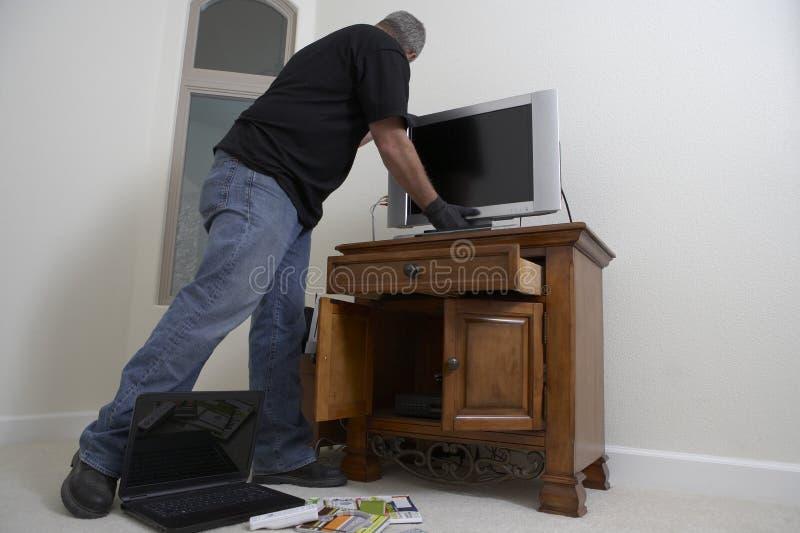Casa de Stealing Television From del ladrón fotos de archivo