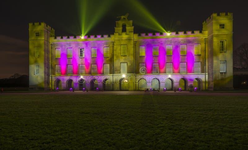 Casa de Syon iluminada con las luces laser brillantes foto de archivo libre de regalías