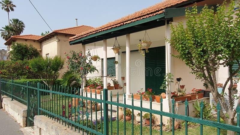 Casa de um andar velha agradável no zichron yaakov fotos de stock