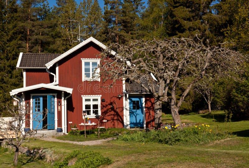 Casa de verão idílico em Sweden. fotografia de stock royalty free
