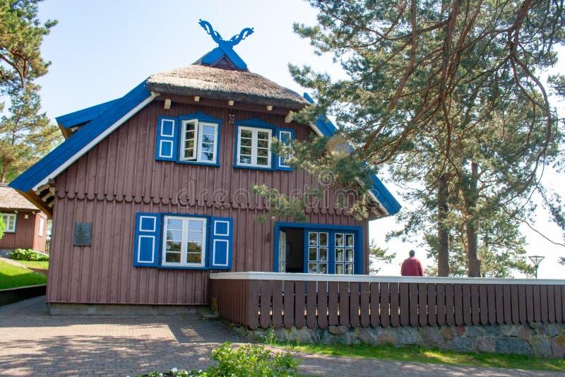Casa de verão de Thomas Mann, casa de madeira tradicional lituana velha em Nida, Lituânia fotografia de stock royalty free