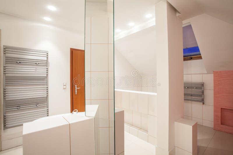 Casa del amaranto - cuarto de baño imagen de archivo libre de regalías