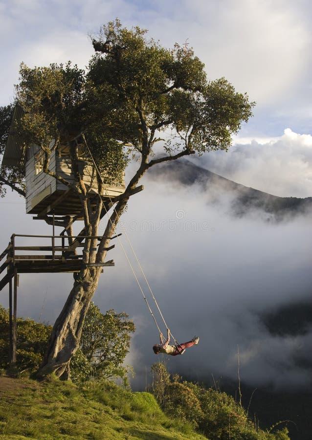 Casa del Arbol - oscillation incroyable au-dessus de l'abîme en Equateur photos stock