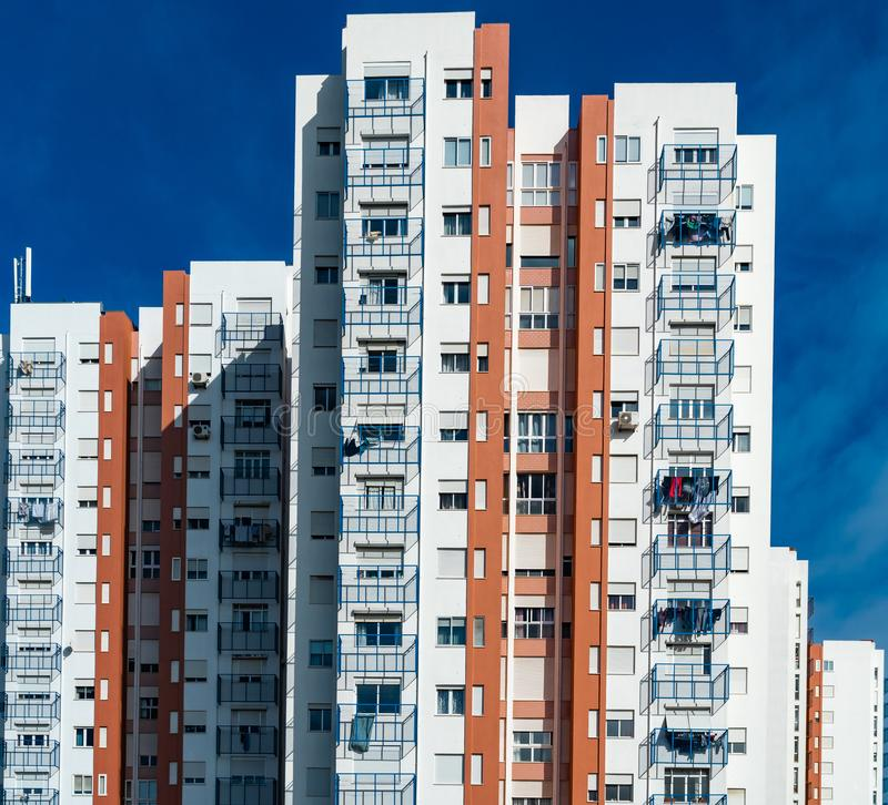 Casa del colorfull di Typicall nel sobborgo di Lisbona immagini stock