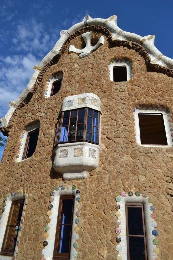 Casa del cuento de hadas en el parque Guell fotografía de archivo libre de regalías