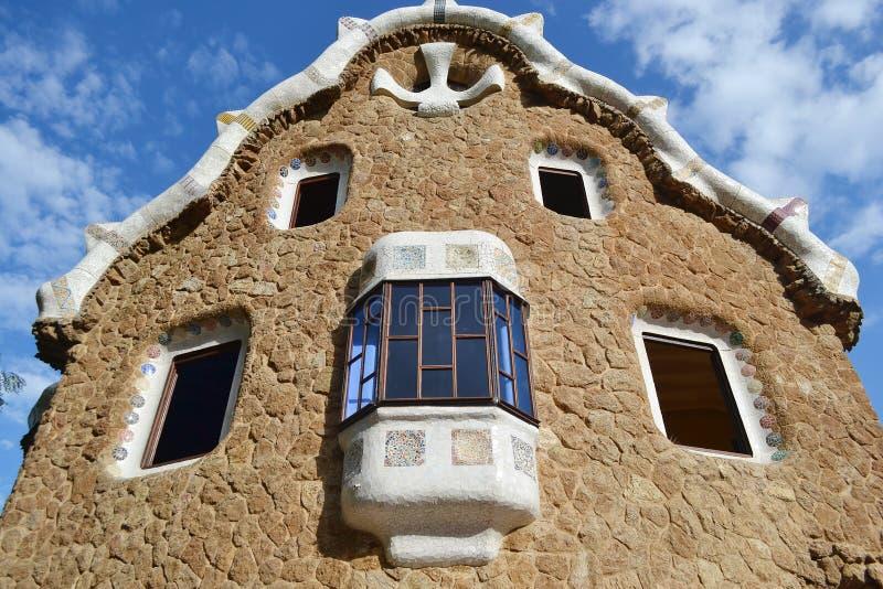 Casa del cuento de hadas en el parque Guell foto de archivo