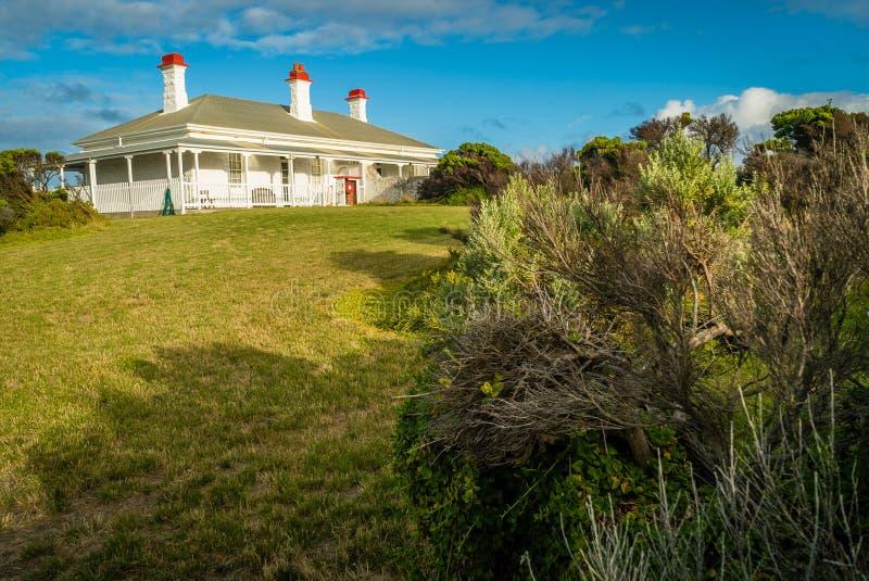 Casa del custode di faro in capo Nelson Lighthouse, Australia fotografia stock libera da diritti