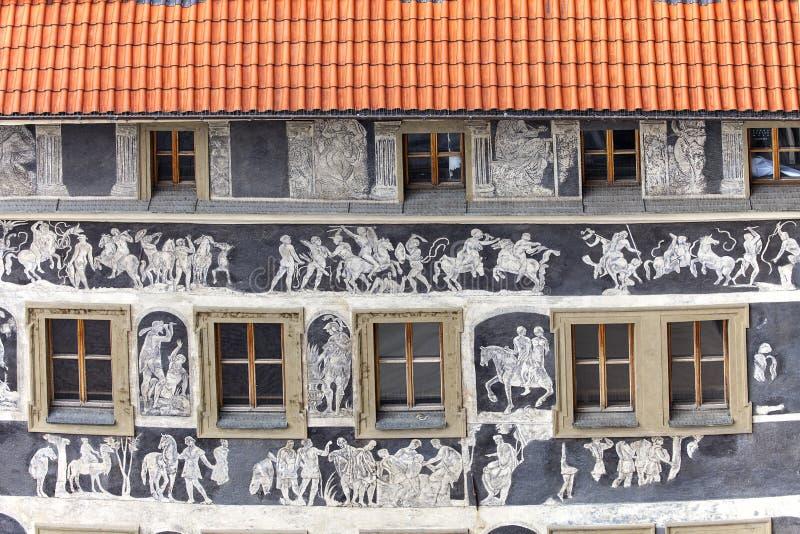Casa del ` del renacimiento bajo ` minucioso adornado con el sgraffito de la técnica, vieja plaza, Praga, República Checa fotografía de archivo
