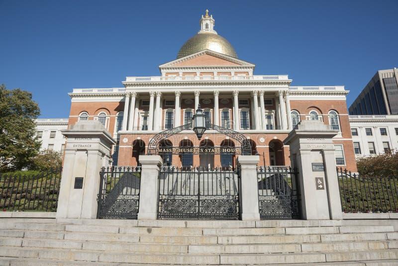 Casa del estado de Massachusetts, entrada del piñonero imagen de archivo libre de regalías