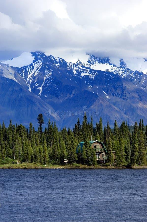 Casa del lago foto de archivo libre de regalías