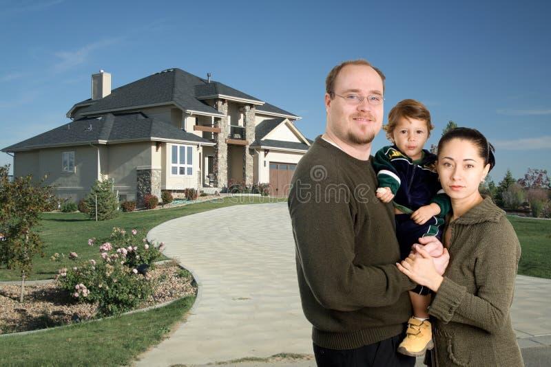 Casa del lusso della famiglia immagine stock libera da diritti