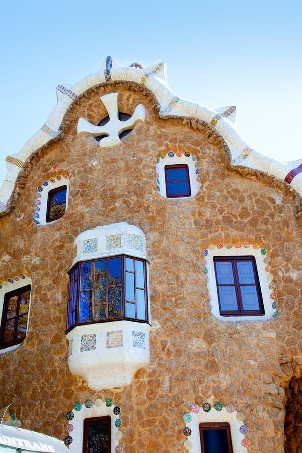 Casa del mosaico del fairy-tale de Guell del parque de Barcelona fotografía de archivo