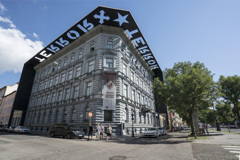 Casa del museo del terror en Budapest imagenes de archivo