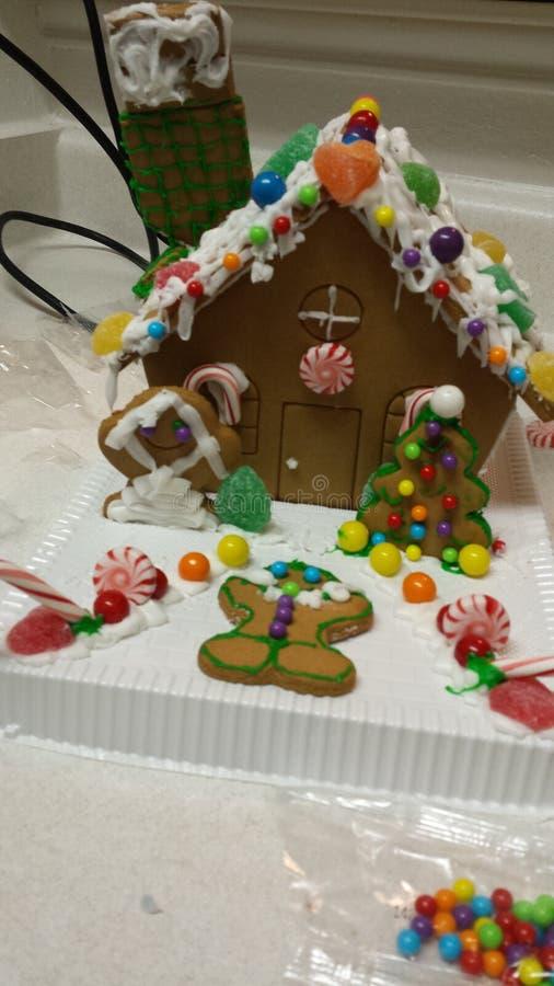Casa del pan di zenzero di inverno immagini stock